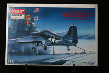 XJ015 ACADEMY 1/72 maquette avion 1650 Grumman F4F-4 Wildcat US Navy Fighter