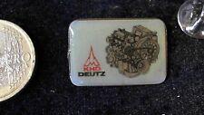 Deutz KHD Motor Landmaschinen Traktor Pin Badge