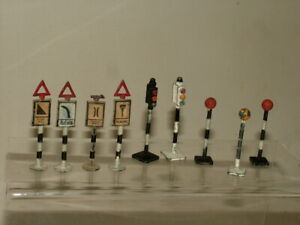 VINTAGE CHERILEA & OTHER MAKES DIECAST ROAD SIGNS TRAFFIC LIGHTS ACCESSORIES