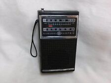 VINTAGE GENERAL ELECTRIC GE 7-2500A AM/FM PORTABLE TRANSISTOR RADIO works well