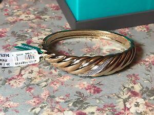 EFFY 14k Gold and Diamond bangle bracelet,New with tags .20 diamonds.