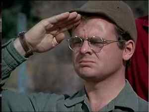 RADAR O'REILLY SALUTING HENRY 8x10 PHOTO MASH TV SHOW Gary Burghoff