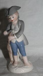 GOEBEL - kleine Porzellan Figur - Junge schnitzt Stock - 1979