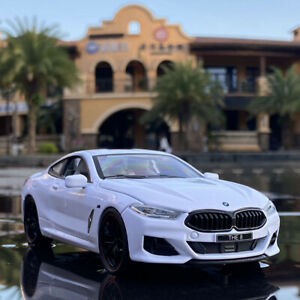 1:24 Diecast Simulator Model Car BMW M8 Classic Vehicle Metal Gift Collection