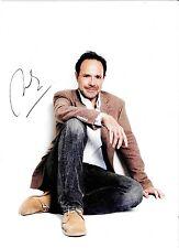 Autographe sur photo de : Marc Levy ( 19 x 13 )
