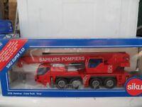 Siku 1:55 -3730 Autokran Feuerwehr Frankreich- OK