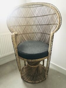 Wicker Rattan Peacock Chair. Vintage Style Twist Base. Brilliant Condition.