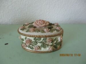 VINTAGE DEZINE OVAL JEWELRY TRINKET BOX-HAND PAINTED 3D PINK ROSES & GREEN LEAVE