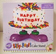 "2007 WILTON SILLY FEET CAKE & CUPCAKE 10"" WHITE PLATE PURPLE FEET HOLDER NIB"