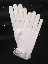 GIRLS WHITE LACE  COMMUNION GLOVES  ONE SIZE  BRAND NEW TO FIT AGE 6-8 YEARS