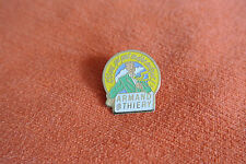 18795 PIN'S PINS VETEMENTS MODE WEAR FASHION ARMAND THIERRY