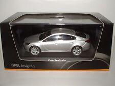 Opel Insignia 5-türig, 1:43 argonsilber metalizado