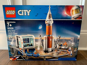 LEGO CITY DEEP SPACE ROCKET AND LAUNCH CONTROL 60228 NEW MISB 2019 C-9/9.5++