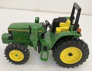 John Deere Tractor Green 1/16, missing bucket loader, good used, tow bar plastic
