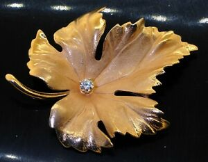 Tiffany & Co. vintage 14K YG 0.15CT VS1/F diamond solitaire leaf brooch