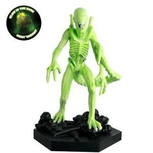 Alien & Predator Figures - Predator Vision Xenomorph Figurine (Glow in the Dark)
