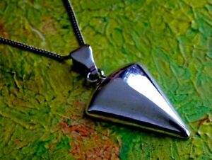 """Lovely solid sterling silver pendant and 18"""" silver chain"""