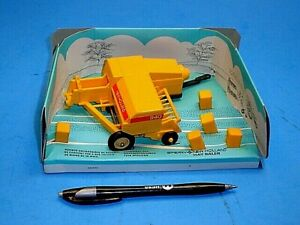 1:32 VINTAGE 1980 BRITAINS SPERRY NEW HOLLAND 940 HAY BALER~MECHANICAL OPERATED