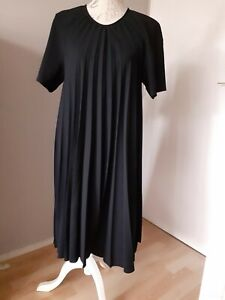 "ROBE "" COS "" 100 % POLYESTER NOIR TAILLE 44 NEUVE"