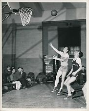 U S A c. 1950 - Joueurs de Basket-ball  Tir Panier - Ph. Galloway - GF 547