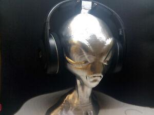 Alien Head Headphone Stand! Headset Holder Rack, Grey Area 51 Extraterrestrial