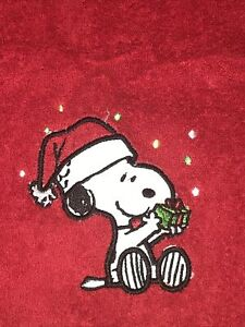 """Peanuts Snoopy with Gift Christmas Red Hand Towel 16"""" x 26"""" NEW"""