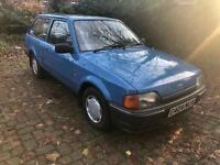 G REG FORD ESCORT 3 DOOR ESTATE- VERY STRAIGHT OLD CAR