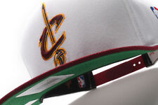 Cleveland Cavaliers Mitchell & Ness (NM04Z WTE 5CAVAL) 2 Tone XL Snapback Hat