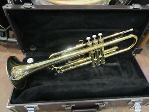 Yamaha YTR-2320 Trumpet with Original Case works great