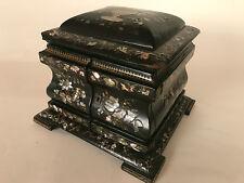 Grand coffret à bijoux Napoleon III  Carton bouilli  à décor burgoté