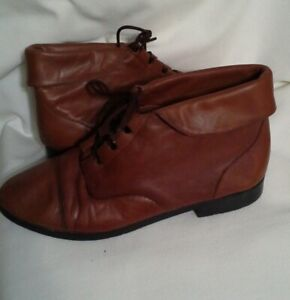 Prima Royale womens size 9.5 ankle boots leather upper lace-ups cuffed flats
