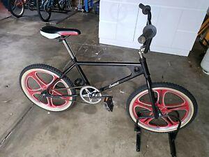Rare 1980s old school retro vintage looptail BMX