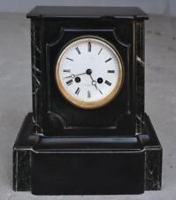 Pendule borne marbre noir et vert d'époque fin XIXème