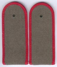 DDR 1 Paar Schulterstücke für einen Soldaten der Artillerie/Landstreitkräfte NVA