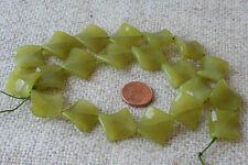 Nephrit (Jade)- Strang (Viereck gewelt15x15x4,5 mm) P-1028/x