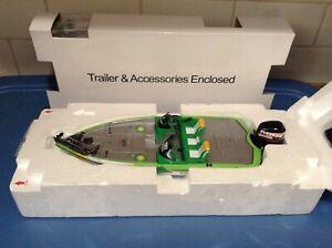 Creative Masters / Danbury Mint  -  Ranger BP Oil Speed Boat & Display Case