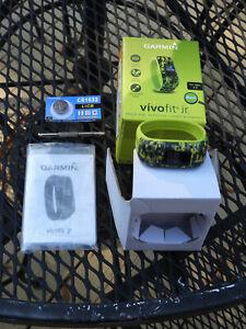 Garmin Vivofit Jr. Kids Daily Activity Tracker Watch (Digi Camo) + Spare Battery