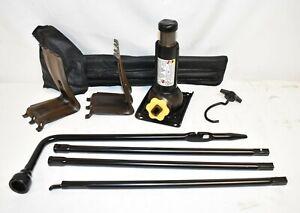 OEM 00 14 Silverado Suburban Tahoe Sierra Yukon Jack & Tool Set with Case E226