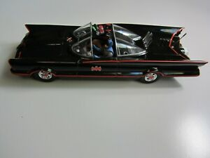 1/25 scale adult built Batmobile with figures