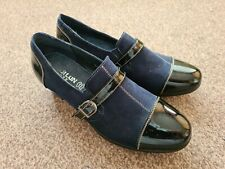 WOMENS SMART NAVY & BLACK SHOES. SIZE 6. BNWOT