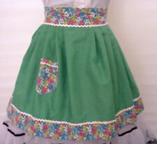 VINTAGE HOSTESS HALF APRON GREEN FLORAL CONTRAST RICK RACK HENS PARTY  GIFT  VGC