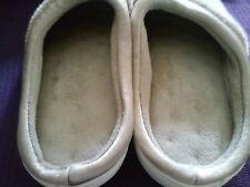 isotoner plush beige w/satin trim slippers sz 8.5-9