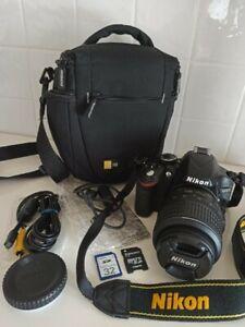 Kit de Nikon D3200.La cámara está en perfecto estado. Negra