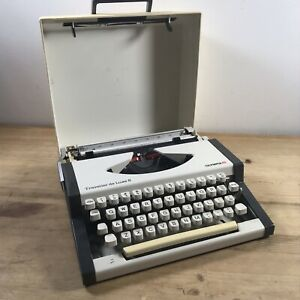 Vintage Olympia Traveller De Luxe S Portable Typewriter W/ Carry Case c.1970s