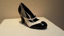 CLASSIFIED MEDIUM SYNTHETIC BLACK GRAY & WHITE PATENT MARY JANE PUMPS 7