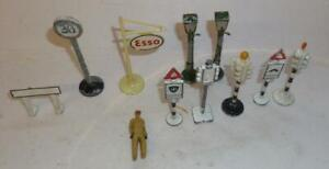 GROUP OF GILCO, DINKY & OTHER VINTAGE LEAD ROAD SIGNS AND LAMP POSTS ETC