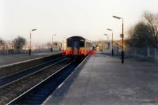 PHOTO  1989 KEARSLEY RAILWAY STATION 1989 THE SHELTERS OFFERED LITTLE PROTECTION