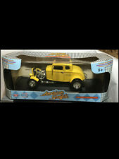 1932 Ford Deuce Coupe YELLOW American Graffiti 73100a 1:18