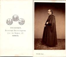 Vuagnat, Genève, prêtre de profil en soutane et cape noires Vintage CDV albumen