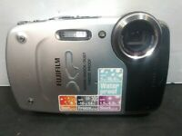 Fujifilm FinePix XP20 -14 MP Digital Camera with 5x Optical Zoom Silver AS IS